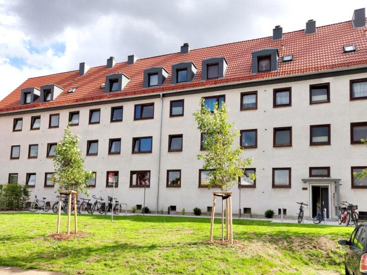 Uni-/ FH-Nähe: Nette 2-Zimmer-Dachgeschoss-Wohnung mit EBK und kl. Vollbad in der Ratzeburger Allee zum 01.11.2021