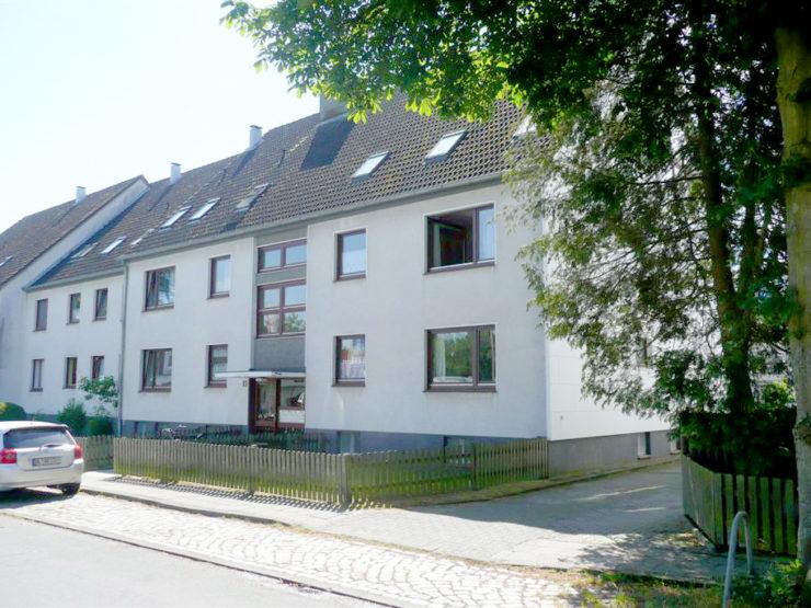 2-Zimmer Wohnung im Erdgeschoss mit EBK, Vollbad und Loggia in Uni- bzw. FH-Nähe in der Kastanienallee zum 1.11.2021